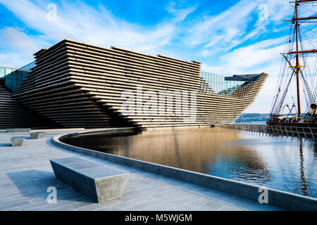 View of newly completed V&A Museum of Design in Dundee, Tayside, Scotland. Architect Kengo Kuma & Associates - Stock Photo