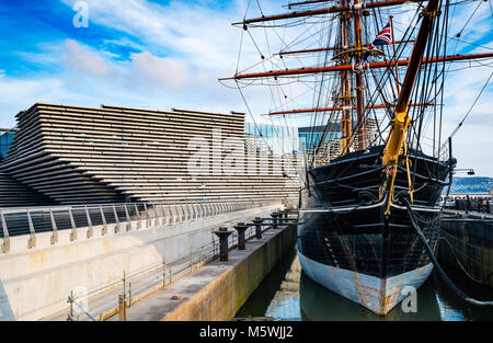 View of newly completed V&A Museum of Design and RRS Discovery ship in Dundee, Tayside, Scotland. Architect Kengo - Stock Photo