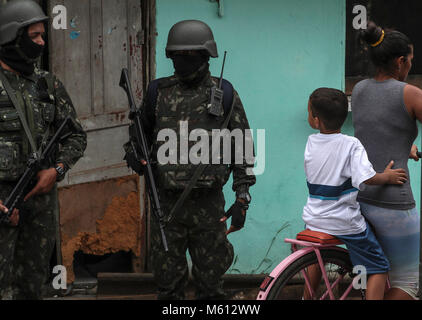 Rio De Janeiro, Brazil. 27th Feb, 2018. Members of the Armed Forces develop an operation at the Vila Alianca and - Stock Photo