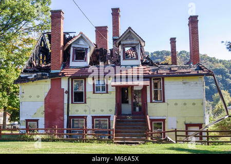 West Virginia Ronceverte fire damaged house building burned condemned - Stock Photo