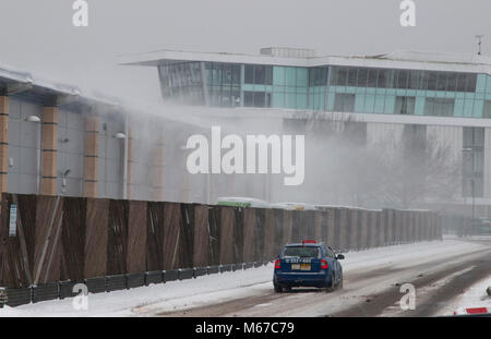 Southend on Sea Essex - 01 March 2018.-Strong winds blow snow off roof tops as forecasters warn of blizzard conditions - Stock Photo