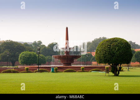 Fountain near Rashtrapati Bhavan, the official home of the President of India, located at the Western end of Rajpath - Stock Photo