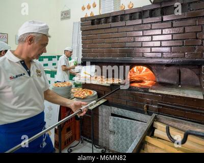 Pizza chef at L'antica Pizzeria da Michele, Naples, Italy. - Stock Photo