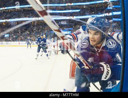 Tampa, Florida, USA. 8th Mar, 2018. DIRK SHADD | Times .Tampa Bay Lightning left wing Chris Kunitz (14) battles - Stock Photo