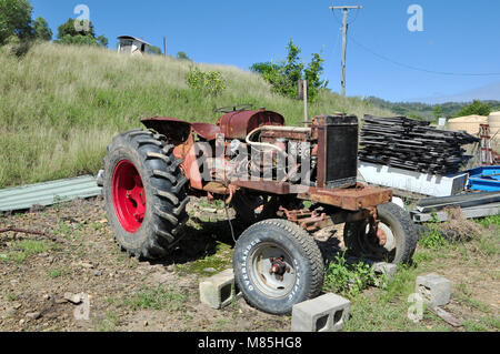 AN OLD DAVID BROWN 950 TRACTOR AFTER BEING MENDED MANY A TIME HAS FINALY BEEN LAID TO REST - Stock Photo
