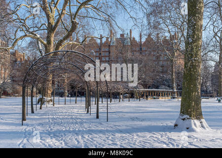 Russell Square in the snow, Bloomsbury, Camden, London, UK - Stock Photo