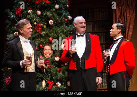 L-R: Steven Pacey (Leonato), Edward Bennett (as Benedick, in tree), John Hodgkinson (Don Pedro) and Tunji Kasim - Stock Photo
