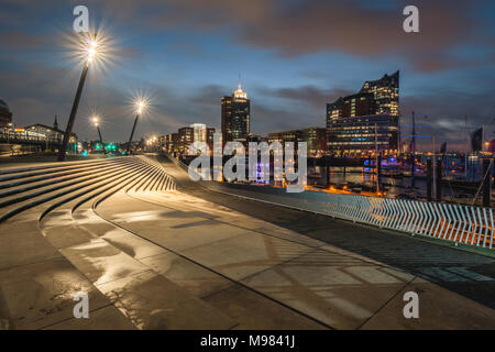 Germany, Hamburg, Hafencity, view to Elbe Philharmonic Hall in the evening - Stock Photo