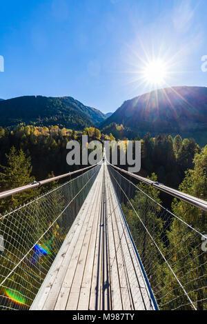 Schweiz, Kanton Wallis, Goms, bei Bellwald, Goms Bridge über Lamma-Schlucht, Hängebrücke zwischen Fürgangen und Mühlebach, Fußgängerbrücke, Brücke, fr - Stock Photo