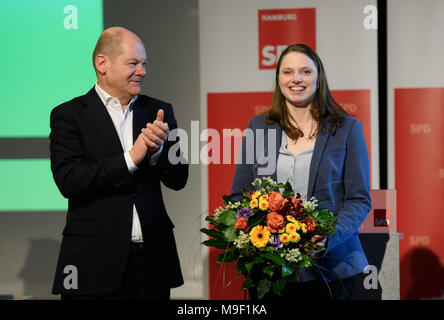 24 March 2018, Germany, Hamburg: Melanie Leonhard of the Social Democratic Party (SPD) smiles after being appointed the new regional SPD-leader at a special meeting of her party. Her predecessor Olaf Scholz applauds. Photo: Daniel Reinhardt/dpa - Stock Photo