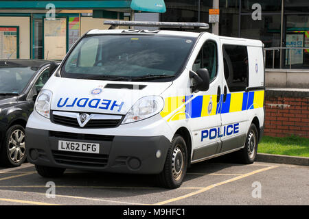 British Transport Police Heddlu Vauxhall Vivaro Police Riot Van LX62 CFG at Cardiff, South Wales, UK, - Stock Photo