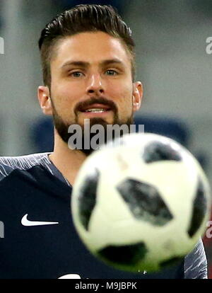St Petersburg, Russia. 26th Mar, 2018. ST PETERSBURG, RUSSIA - MARCH 26, 2018: Olivier Giroud of the French national team controls Telstar 18, the 2018 FIFA World Cup official match ball, during a training session ahead of their football friendly against Russia at Saint Petersburg Stadium. Alexander Demianchuk/TASS Credit: ITAR-TASS News Agency/Alamy Live News - Stock Photo