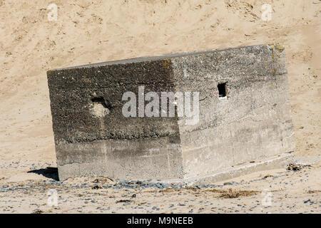 An abandoned pill box on the beach between Aberdyfi (Abderdovey) and Tywyn, Gwynedd, Snowdonia, Wales - Stock Photo