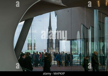 Besucher in der Elbphilharmonie mit Rathausturm und Mahnmal St. Nikolai,  Freie Hansestadt Hamburg, Deutschland |  Visitors at the Elbe Philharmonic H - Stock Photo