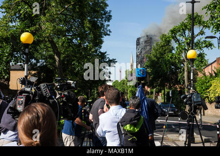 Press crews at the Grenfell Tower fire on 14 June 2017 in North Kensington, Royal Borough of Kensington and Chelsea. - Stock Photo