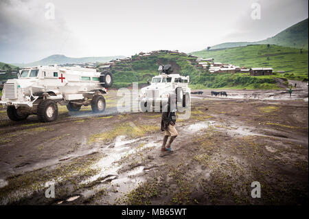 South African Casspirs in UN colours during operations in the DRC near Masisi - Stock Photo