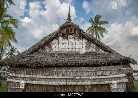 Detail of a wooden masked on the roof of a Haus Tambaran, Korogo Village, Middle Sepik, Papua New Guinea - Stock Photo