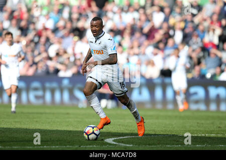 South Wales, UK, 14 April 2018. Jordan Ayew of Swansea city  in action. Premier League match, Swansea city v Everton at the Liberty Stadium in Swansea, South Wales on Saturday 14th April 2018.  this image may only be used for Editorial purposes. Editorial use only, license required for commercial use. No use in betting, games or a single club/league/player publications. pic by Andrew Orchard/Andrew Orchard sports photography/Alamy Live news - Stock Photo