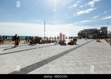 People are watching a performance of a puppet theater in Brighton - Stock Photo