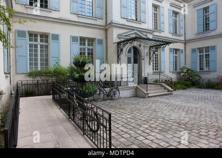 France, Clichy-la-Garenne, boulevard du General Leclerc, Maison des Associations, Aime Cesaire, Copyright notice: CRT PIdF - Stock Photo