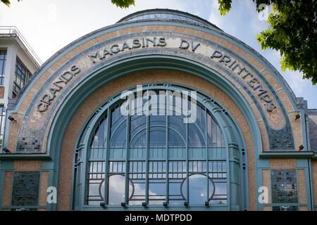 France, Clichy-la-Garenne, in front of boulevard du General Leclerc, entrepots du Printemps, Roger Salengro park, Copyright notice: CRT PIdF - Stock Photo