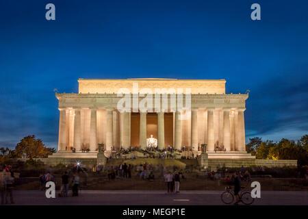 Tourists at the Lincoln Memorial at twilight, Washington, DC, USA - Stock Photo