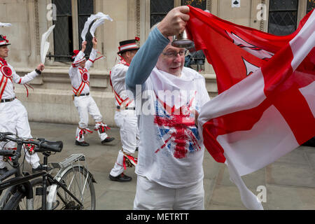 London, UK: 23rd April 2018. Morris Men dance on St George's Day on Liverpool Street in the capital's financial district (aka The Square Mile), on 23rd April, City of London, England. Credit: Richard Baker / Alamy Live News - Stock Photo