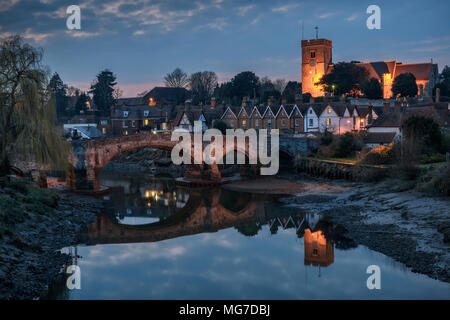 Night view to Aylesford village in Kent, England with medieval bridge and church. - Stock Photo