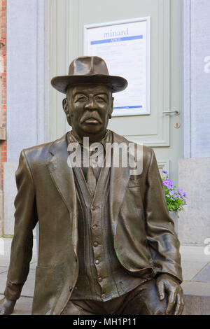 Statue of the Belgian artist Romain Deconinck (1915-1994) outside his beloved Minard Theater in Ghent, Belgium - Stock Photo