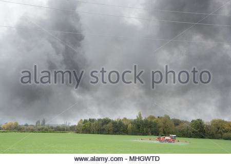 Sandycroft, Deeside, UK. 1st May, 2018. Smoke from the Recycling plant fire. Sandycroft, Deeside Credit: Lee Doherty/Alamy Live News - Stock Photo