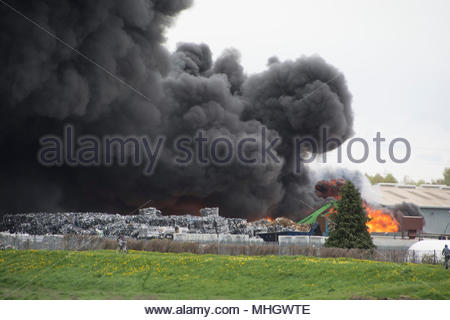 Sandycroft, Deeside, UK. 1st May, 2018. Recycling plant fire. Sandycroft, Deeside Credit: Lee Doherty/Alamy Live News - Stock Photo