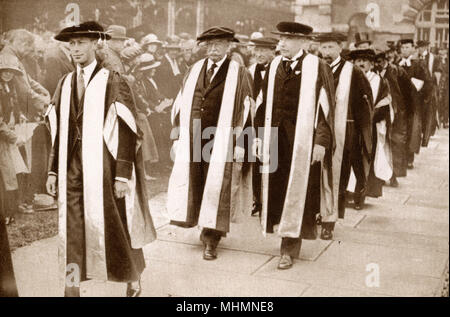 Prince Albert, Duke of York (future King George VI) (1895-1952) - receiving an Honorary Degree as Doctor of Law along with the ex-President (and then Chief Justice) of the United States of America William H. Taft, Cambridge University - July 1922.     Date: 1922 - Stock Photo