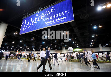 Omaha, USA. 5th May, 2018. People visit an exhibition area for the Berkshire Hathaway's annual shareholders meeting in Omaha, Nebraska, the United States, on May 5, 2018. Berkshire Hathaway held its 2018 shareholders meeting on Saturday, attended by tens of thousands of people from all over the world. Credit: Wang Ying/Xinhua/Alamy Live News - Stock Photo