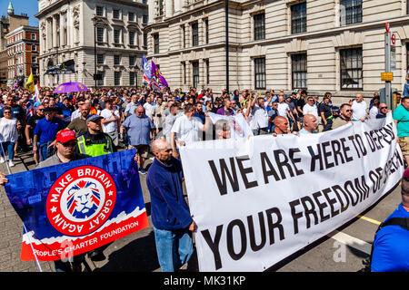 London, UK. 6th May 2018. People from across the Uk gather in Whitehall to take part in a freedom of speech rally organised by the right wing activist Tommy Robinson. Credit: Grant Rooney/Alamy Live News - Stock Photo