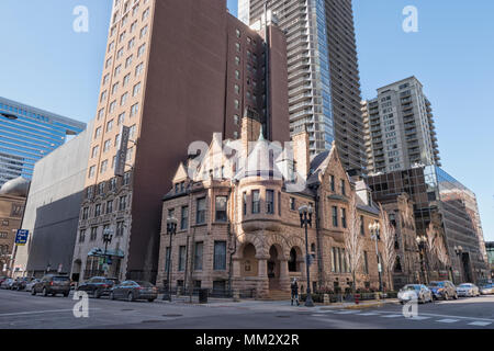Ransom Cable Mansion built in 1886 on the southwest corner of Erie Street and Wabash Avenue in Chicago, IL - Stock Photo