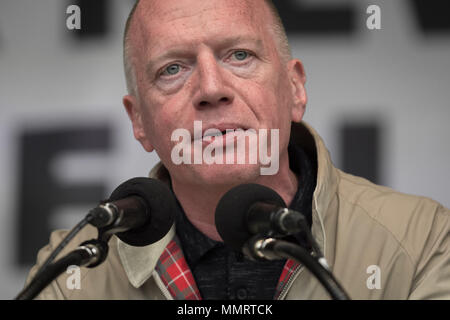London, UK. 12th May, 2018. Matt Wrack, General Secretary of the Fire Brigades Union(FBU), speaks to a crowd of  thousands of trade unionists during a TUC rally in Hyde Park. Credit: Guy Corbishley/Alamy Live News - Stock Photo
