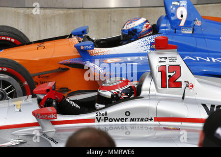 Indianapolis, Indiana, USA. 12th May, 2018. WILL POWER (12) of Australia takes the checkered flag and wins the IndyCar Grand Prix at Indianapolis Motor Speedway Road Course in Indianapolis, Indiana. Credit: Justin R. Noe Asp Inc/ASP/ZUMA Wire/Alamy Live News - Stock Photo