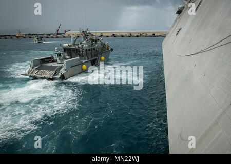 A Coastal Riverine Group ONE, Detachment Guam (CRG-1 Det Guam) MK VI patrol boat, operated by Coastal Riverine Squadron TWO (CRS-2), pulls alongside the littoral combat ship USS Coronado (LCS 4) during a proof of concept exercise for an in port alongside refueling. CRG-1 Det Guam is capable of conducting maritime security operations across the full spectrum of naval, joint and combined operations. Further, it provides the additional capabilities of port security, embarked security, theater security cooperation, and high value unit protection. (U.S. Navy Combat Camera photo by Mass Communicatio - Stock Photo