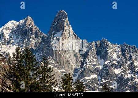 The sheer cliffs of Aiguilles des Drus and Aiguille Verte (left) in the Mont Blanc mountain range. Chamonix, Haute-Savoie (Upper Savoy), Alps, France - Stock Photo
