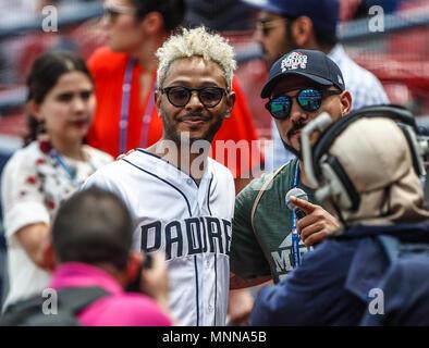 Kalimba canta el himno nacional. Acciones del partido de beisbol, Dodgers de Los Angeles contra Padres de San Diego, tercer juego de la Serie en Mexico de las Ligas Mayores del Beisbol, realizado en el estadio de los Sultanes de Monterrey, Mexico el domingo 6 de Mayo 2018. (Photo: Luis Gutierrez) - Stock Photo