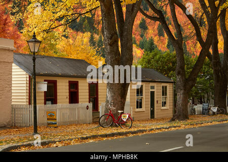 Autumn colour and historic cottages, Arrowtown, near Queenstown,  Otago, South Island, New Zealand - Stock Photo