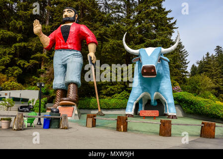 The Trees of Mystery, A roadside attraction in Klamath, California. Paul Bunyan and his Blue Ox 'Babe' stands almost 50 feet high & talks to passersby. - Stock Photo