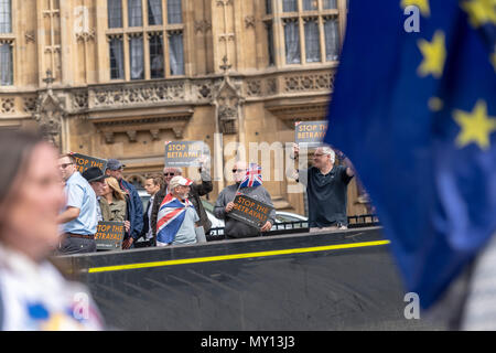 London 5th June 2018, Anti Brexit supporters held a protest outside the House of Commons and exchanged insults with pro brexit supporters across the road Credit Ian Davidson/Alamy live news - Stock Photo