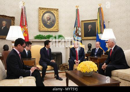 Washington DC, USA. 7th June, 2018. U.S. President Donald Trump, center, during a bilateral meeting with Japanese Prime Minister Shinzo Abe, left, in the Oval Office of the White House June 7, 2018 in Washington, DC. Abe met to discussions on the upcoming summit with North Korea and the G7 Summit. Credit: Planetpix/Alamy Live News - Stock Photo