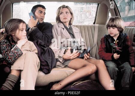 Original Film Title: ONE FINE DAY.  English Title: ONE FINE DAY.  Film Director: MICHAEL HOFFMAN.  Year: 1996.  Stars: GEORGE CLOONEY; MICHELLE PFEIFFER; MAE WHITMAN; ALEX D. LINZ. Credit: 20TH CENTURY FOX / LA MANA, GEMMA / Album - Stock Photo
