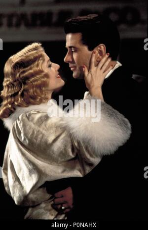 Original Film Title: THE SHADOW.  English Title: THE SHADOW.  Film Director: RUSSELL MULCAHY.  Year: 1994.  Stars: ALEC BALDWIN; PENELOPE ANN MILLER. Credit: UNIVERSAL PICTURES / NELSON, RALPH / Album - Stock Photo