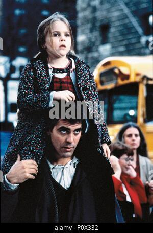 Original Film Title: ONE FINE DAY.  English Title: ONE FINE DAY.  Film Director: MICHAEL HOFFMAN.  Year: 1996.  Stars: GEORGE CLOONEY; MAE WHITMAN. Credit: 20TH CENTURY FOX / ARONOWITZ, MILES / Album - Stock Photo