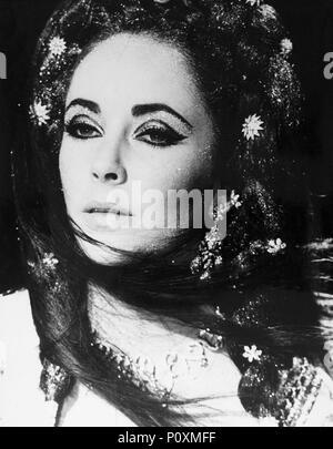 Original Film Title: DOCTOR FAUSTUS.  English Title: DOCTOR FAUSTUS.  Film Director: RICHARD BURTON.  Year: 1967.  Stars: ELIZABETH TAYLOR. Credit: OXFORD UNIV/NASSAU/VENFILMS/COLUMBIA / Album - Stock Photo