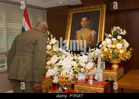U.S. Marine Corps Lt. Gen. Ronald L. Bailey, deputy commandant, Plans, Policies and Operations, pays his respects at the memorial service for King Bhumibol Adulyadej of Thailand at the Royal Thai Embassy, Washington, D.C., on Oct. 27, 2016. Adulyadej served as the 9th monarch of Thailand for seventy years. (U.S. Marine Corps photo by Lance Cpl. Paul A. Ochoa) - Stock Photo