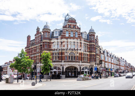 The Salisbury Hotel, Green Lanes, Harringay, London Borough of Haringey, Greater London, England, United Kingdom - Stock Photo